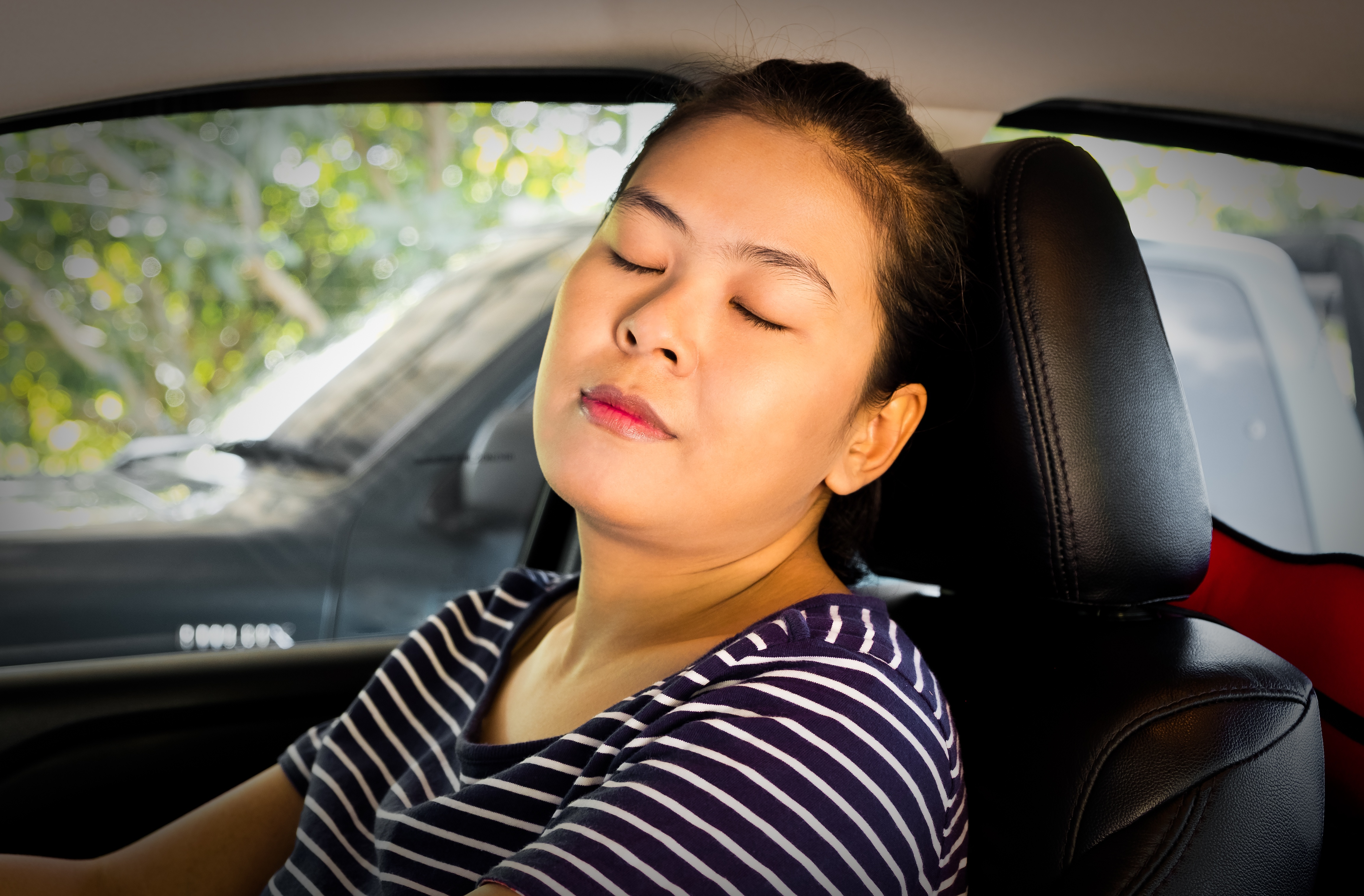mother drowsy driving and_asleep_at_the_wheel